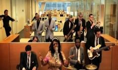 Ofiste Canlı Müzik Olsa Nasıl Olurdu?